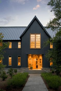 Trendy exterior house colors with metal roof vertical siding 41 Ideas Design Garage, Exterior Design, House Design, Black House Exterior, Exterior Paint Colors For House, Exterior Colors, Siding Colors, Grey Exterior, Design Apartment