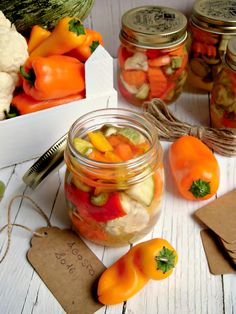 Giardiniera agrodolce croccante Romanian Food, Antipasto, Chutney, Vegetable Recipes, Pickles, Food And Drink, Appetizers, Stuffed Peppers, Vegan
