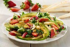 Einfach Lecker » Weißer Spargelsalat mit Erdbeeren » Finden Sie leckere Rezeptideen für jeden Tag, die Ihnen das tägliche Kochen leichter machen. » Einfach Lecker