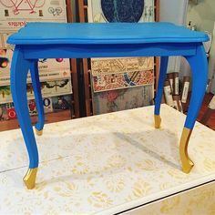 Margaret from Annie Sloan Stockist Me & Mrs. Jones, treated this kooky/curvy little junque-shop table to a coat of Giverny Chalk Paint® and dipped the toes in gold metallic paint.