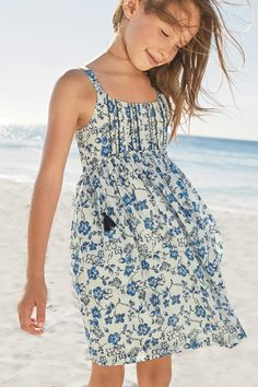 Whether a day at the beach, or summer party with friends, our fresh floral print dress in a beautiful blue will definitely have your little one feeling fabulous! Kids Prom Dresses, Little Girl Dresses, Summer Dresses, Dope Outfits, Outfits For Teens, Kids Fashion Photography, Frocks For Girls, Baby Dress, Girl Fashion