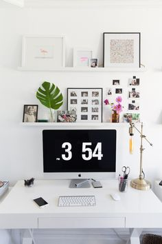 home office decor Workspace Inspiration, Decoration Inspiration, Room Inspiration, Desk Inspo, Inspiration Boards, San Francisco Houses, Chic Desk, Home Office Decor, Furniture Arrangement