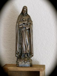 Early 1900's  ST. THERESE 6.3 Statue Well loved by VINTAGELOURDES