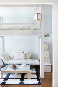 Sotto il letto è possibile creare uno spazio con divano ricavando effettivamente una camera in più. Salva spazio con Cinius. #arredamento #arredamento intelligente #soppalco #lettoasoppalco #letto #salvaspazio #rising #risingbed#letti #lettomatrimoniale #lettocomodo #lettoperlavita #fengshui #giappone #stilegiapponese #arredamentogiapponese #ecologico #legnoecologico #cinius