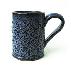 Clay Mugs, Ceramic Clay, Ceramic Plates, Slab Pottery, Pottery Mugs, Ceramic Pottery, Modern Roofing, Pottery Designs, Pottery Ideas
