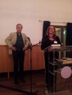 Mina Witteman kondigt René Appel aan. Symposium 'De kunst van het schrijven', Centraal Museum, Utrecht, 29-11-2013.
