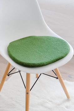 chair cushion in huntergreen suitable for eames chair limited