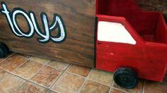 Caja de juguetes a partir de un mueble con puerta y cajones https://www.facebook.com/media/set/?set=a.1197413076980662.1073741874.468564766532167&type=3
