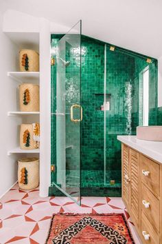 Eclectic bathroom design with pink geometric floor and green tile shower with boho carpet in the modern, colorful bathroom, JEFF MINDELL – Modern Bathroom Eclectic Bathroom, Boho Bathroom, Modern Bathroom Design, Bathroom Colors, Bathroom Interior Design, Modern Bathrooms, Colorful Bathroom, Bathroom Ideas, Master Bathrooms