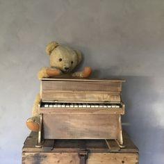 Kinderpiano Dulcimer, jaren 40/50, Frans Oude brocante speelgoed piano met echte snaren. Piano, Music Instruments, Teddy Bear, Toys, Animals, Activity Toys, Animales, Animaux, Musical Instruments