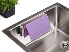 Smart karkludsholder i køkkenvasken - Magisso Magnetisk Karkludsholder Gadgets, Kitchen Dishes, Sissi, Organization Hacks, Organizing Tips, Washing Clothes, Matcha, Clothes Hanger, Home Kitchens