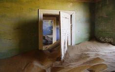 Kolmannskuppe en namibie,Désertée en 1956, la ville s'est retrouvée ensevelie sous le sable du désert