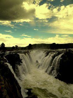 visitheworld:  Hogenakkal Falls on the Kaveri River in Tamil Nadu / India (by Prashob Kumar).