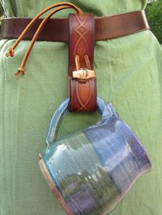 Mug Frog, Tankard Strap, Mug Strap Brown Diamond Design with Woof Button Closure. by hilda Renaissance Costume, Renaissance Fair, Viking Dress, Viking Clothing, Leather Projects, Leather Tooling, Leather Belts, Leather Accessories, Larp