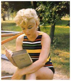 Marilyn reading Ulysses