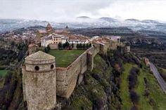 Cantavieja (Teruel, Aragón. España) Thailand, Secret Places, Faux Stone, Monument Valley, Crete, Places To Go, Art Photography, Spain, Architecture
