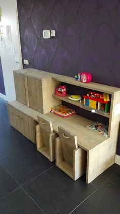 Bureau/speelgoedkast voor kinderen, van steigerhout Recycled Furniture, Recycled Wood, Home Furniture, Play Corner, Kids Corner, Study Table Designs, Home Daycare, Kid Desk, Wood Toys