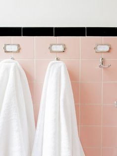 The design experts at HGTV.com interview Pam Kueber to find out what makes retro pink bathrooms so important in design today.