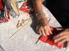 Flette kaffepose firkant - make a purse from coffee bags! The awesome purse is shown at in the video. How To Make Purses, Candy Wrappers, Recycled Crafts, Paper Decorations, Coffee Bags, Weaving, Bergen, Triangle, Upcycling Ideas
