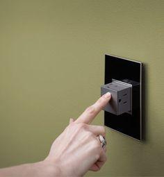 コンセントが見当たらない部屋。Pop-Out Outlet lets