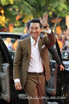 """Daniel Dae Kim waves to """"Hawaii Five-0"""" fans upon his arrival at Sunset on the Beach on Saturday."""