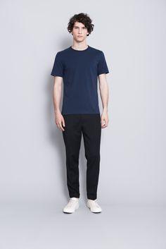 0573c6cf3ac The ASKET T-shirt in navy blue  asket Basic Tees