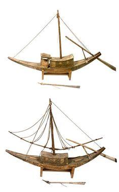 Deux modèles de barque funéraire à cabine centrale - antiquités Égyptiennes - PÉRIODE règne de Toutankhamon (1336-1327) - Egypte (origine) - LIEU DE DÉCOUVERTE tombe de Toutankhamon - Réunion des Musées Nationaux - Grand Palais -