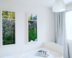 """Villa Jokivarsi BednBreakfast sanoo Instagramissa: """"Ulkona lumi peittää vielä maan, mutta Apple Hill -huoneessa on ikuinen kesä 🌼🌳 Tilasin omasta kuvasta valokuvatapettia vanhoihin ikkunan…"""" #villajokivarsi #bedandbreakfast #finland #vantaa Bed And Breakfast, Villa, Rooms, Furniture, Instagram, Home Decor, Bedrooms, Decoration Home, Room Decor"""