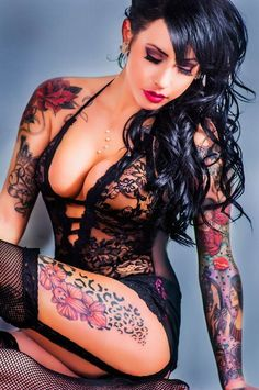 Tatoo are nice the body of a women is so beautiful that her perfect body Tattoo Girls, Girl Tattoos, Tattoos For Women, Tatoos, Tattooed Women, Tattooed Models, Hot Tattoos, Body Art Tattoos, Female Tattoos