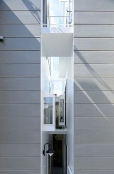 ON design narrow house large gap 5