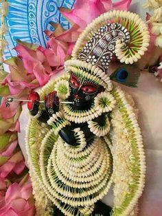 Saved by radha reddy garisa Housewarming Decorations, Diwali Decorations, Festival Decorations, Flower Decorations, Wedding Decorations, Rangoli Designs Flower, Flower Rangoli, Flower Garlands, Mandir Decoration