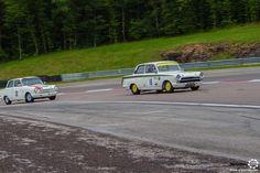 Duo de #Ford #Lotus #Cortina au Grand Prix de l'Age d'Or. #MoteuràSouvenirs Reportage complet : http://newsdanciennes.com/2016/06/06/jolis-plateaux-beau-succes-grand-prix-de-lage-dor-2016/ #ClassicCar #VintageCar