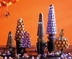 Candy Creature Topiaries – Make It Halloween Candy Bar, Halloween Treat Bags, Halloween Home Decor, Diy Halloween Decorations, Halloween House, Cute Halloween, Wedding Decorations, Fall Projects, Halloween Projects