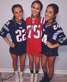 trendy sport day outfit spirit week football costume for teens Football Halloween Costume, Couples Halloween, Best Friend Halloween Costumes, Halloween Ideas, Baseball Costume Womens, Halloween Costumes For Bestfriends, Football Player Halloween Costume, Girl Halloween Costumes College, Cute Halloween Costumes For Teens