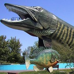 the world's largest muskie + 17 of The World's Largest Things to See in Wisconsin