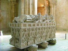 Túmulo de D. Pedro, Mosteiro de Alcobaça, Portugal