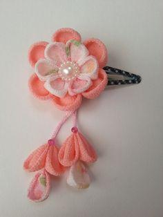 つまみ細工 お花のヘアピン 下がり付き 薄桃