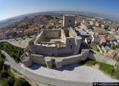 El castillo de Portillo se encuentra en el municipio del mismo nombre, en la provincia de Valladolid, Comunidad de Castila y León, (España). Está situado en lo alto de un cerro que domina la Tierra de Pinares.