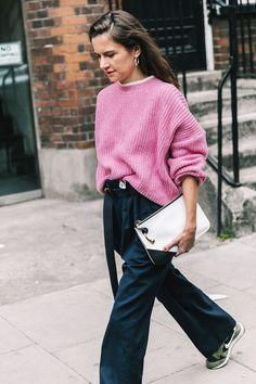 Oversized Sweater Outfit Picture 11 oversize sweater outfit ideas for the dead of winter Oversized Sweater Outfit. Here is Oversized Sweater Outfit Picture for you. Oversized Sweater Outfit oversized sweater x overknees outfit sunnyinga fa. Pullover Rock, Oversized Pullover, Pullover Outfit, Oversized Sweater Outfit, Winter Sweater Outfits, Oversized Sweaters, Outfit Winter, Pink Sweater Outfit, Wide Pants Outfit