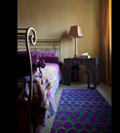 Great colour mix: i love blue carpet's decoration and its combination with bedspread