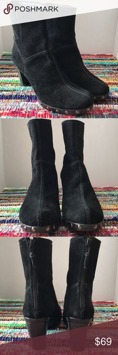 """STUART WEITZMAN Sz 8.5 Suede Boots Genuine suede Stuart WEITZMAN boots. Boots offer a nice heel and a back zip for easy on off.   Tag Size: 8.5 Color: Black  Approximate heel height: 2.5""""  Material: Suede Leather w/ leather like lining Condition: Very good pre owned condition. Shoes show wear on heel which likely can be replaced. Stuart Weitzman Shoes Ankle Boots & Booties"""