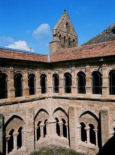 Detalle espadaña y claustro, Monasterio Santa María La Real, Aguilar de Campoo