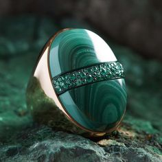 Pomellato Armonie Minerali Rhapsody in Green ring. The ripples of malachite evoke soothing music in the Rhapsody in Green ring that is complemented by a band of emeralds. The generously sized shank is made of rose. High Jewelry, Gold Jewelry, Jewelry Rings, Jewelery, Unique Jewelry, Jewelry Holder, Orange Sapphire, Blue Opal, Pomellato