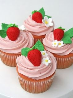 How to Throw an Awesome Strawberry Shortcake Party Want to revisit your childhood? Convince your birthday kid to choose a Strawberry Shortcake party theme. Strawberry Birthday Cake, Strawberry Shortcake Party, Strawberry Cupcakes, Vanilla Cupcakes, Mocha Cupcakes, Gourmet Cupcakes, Velvet Cupcakes, Cupcake Recipes, Giant Cupcakes