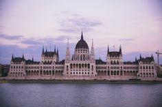 Visitez le Parlement de Budapest, symbole de la monarchie hongroise avec Les escapades !   #budapest #monument #parliament #travel #Hungary #lesescapades #architecture
