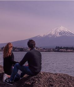 Couple travel to Mount Fuji, Japan.