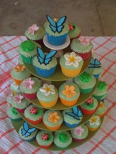 Spring cupcakes- great for Spring party or butterfly theme. Butterfly Birthday Party, Frozen Birthday Party, First Birthday Parties, First Birthdays, Birthday Ideas, Ladybug Cupcakes, Butterfly Cupcakes, Flower Cupcakes, Cupcake Party