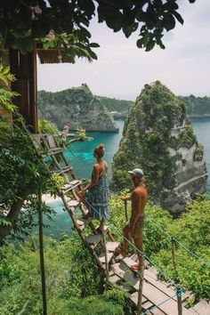 RUMAH POHON TREEHOUSE, NUSA PENIDA - The drive to Rumah Pohon treehouse is full of beautiful scenery however, the roads can get a bit rocky. When you arrive there will be a sheltered parking lot where you can park your bike, and then down the hill, you wi Ubud, House Bali, Oh The Places You'll Go, Places To Visit, Bali Baby, Bali Travel, Dream Vacations, Adventure Travel, Travel Inspiration
