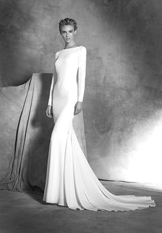 Mermaid styled wedding dress with square neckline and long sleeves I Style: IVANIA I by Atelier Pronovias I http://knot.ly/6496BILDC