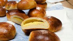 FYLTE HVETEBOLLER: Fyll bollene dine med deilig hjemmelagd vaniljekrem! FOTO: Fru Timian
